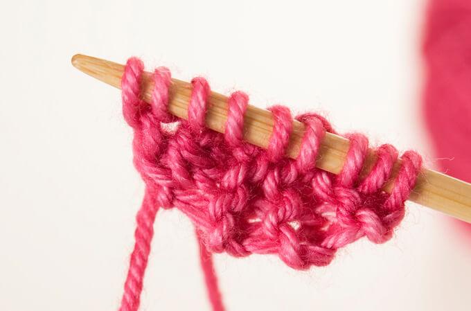шаль спицами для начинающих вяжем с ленточки