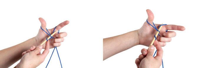 Продевание спицы в петлю возле указательного пальца